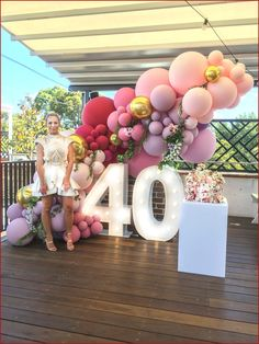 Balloons and light up numbers. Custom pinks and burgundy balloons Organic balloon garland adorned with flowers. 40th Birthday Themes, 40th Birthday Balloons, Birthday Balloon Decorations, 22 Birthday, Birthday Garland, Birthday Cakes, Birthday Gifts, 40th Party Ideas, 40th Bday Ideas
