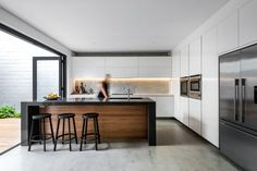 Claremont House is a contemporary home designed by Keen Architecture for a young man and his girlfriend. Modern Kitchen Design, Interior Design Kitchen, Kitchen Decor, Kitchen Ideas, Claremont House, Küchen Design, House Design, Cuisines Design, Minimalist Home
