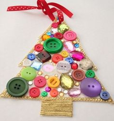 Easy ornaments using Buttons + Ribbons + Paper