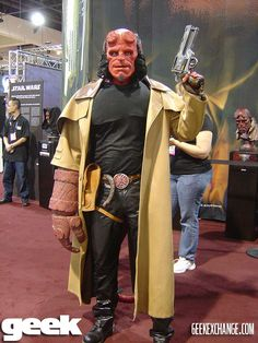 Hellboy: #cosplay Cool Costumes, Cosplay Costumes, Hellboy Costume, Halloween Men, Halloween 2019, Hellboy Movie, Geek Magazine, Video Game Cosplay, Tv Show Games