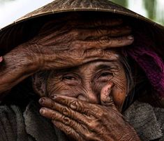 Réhahn is a french photographer based in Vietnam since He has a passion for travel and portrait photography Smiling People, Happy People, We Are The World, People Around The World, Beautiful Smile, Beautiful People, Fine Art Photography, Portrait Photography, Travel Photographie