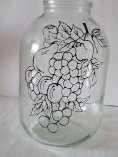 6 Ideas para decorar frascos de vidrio y hacer lindas manualidades Wine Bottle Art, Painted Wine Bottles, Lighted Wine Bottles, Painted Jars, Crafts With Glass Jars, Jar Crafts, Bottle Crafts, Mosaic Bottles, Glass Painting Designs