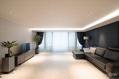 거실,간접조명,다운라이트조명,웨인스코팅,헤링본 Condo Design, Apartment Layout, Small Modern Home, Living Room Colors, Living Room Design Modern, Living Room Designs, Celling Design, Living Room Ceiling, Apartment Interior