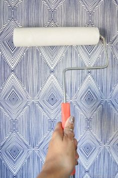 DIY Temporary Fabric Wallpaper  Vintage Revivals This tutorial is perfect for those that rent  or for those that like to change things often! #decorforrentals #fabricwallpaper