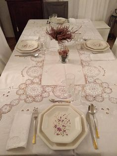 This tablecloth was bought by my grandfather in the years 60, but unfortunately I do not know the year in which it was embroidered. The tablecloth is hand embroidered cotton and was in Italy. Has 12 seats and is sold along with his 12 napkins. It should be noted that has never been