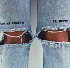 trendy ideas for embroidery denim dress embroidered jeans Diy Jeans, Diy Clothes Jeans, Jeans Refashion, Painted Jeans, Painted Clothes, Diy Clothes Paint, Clothes Crafts, Diy Clothing, Custom Clothes