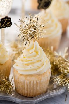 Easy Champagne Cupcakes | The First Year New Years Eve Deserts, New Years Eve Food, New Year's Cupcakes, Holiday Cupcakes, Champaign Cupcakes, Champagne Recipe, Champagne Bar, New Year's Desserts, Plated Desserts