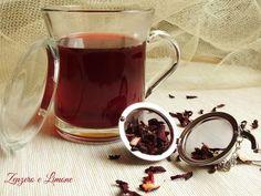 Il karkadè è una bevanda ricca di proprietà benefiche per l'organismo. È anche chiamato tè di ibisco ed ha un intenso colore rosso. Facilissimo da preparare