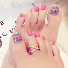 Want some ideas for wedding nail polish designs? This article is a collection of our favorite nail polish designs for your special day. Cute Toe Nails, Love Nails, Color Nails, Pedicure Nail Art, Toe Nail Art, Acrylic Nails, Toe Nail Designs, Nail Polish Designs, Nails Design