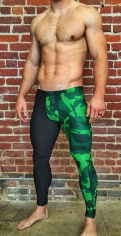 WOD Gear Compression pants delivers optimal flexibility and movement while… Sport Fashion, Mens Fashion, Fitness Fashion, Jock, Lycra Men, Mens Tights, Look Man, Compression Pants, Running Pants