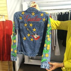 Outra paixão: jaquetas bordadas. Essa da @carina_duek é desejo imediato by danielafalcao1