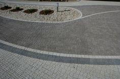 Projekt z wykorzystaniem kostki dekoracyjnej Granit falisty w kolorze Śrutowany Brąz - Śrutowany Biały - Śrutowany Grafit.  #kostbet #granit #kamien #ogrod