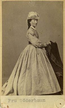 """""""Fru Söderbaum"""", Sweden, 1860-66. Bohusläns Museum, nr. UMFA53226:1586"""