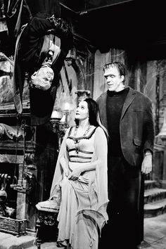 The Munster Family - Al Lewis, Fred Gwynne, Yvonne De Carlo in color from the episode Pikes Pique Munsters Tv Show, The Munsters, Munsters House, Vintage Horror, Vintage Tv, La Familia Munster, The Monster Family, Munsters Grandpa, Munster Family