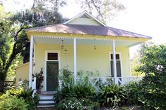 Southern Style: Haint Blue Porch Ceilings on the New Orleans Northshore - TrippaLuka Style Calming Paint Colors, Door Paint Colors, Exterior Paint Colors, Paint Colors For Home, House Colors, Paint Decor, Cottage Exterior, House Paint Exterior, Haint Blue Porch Ceiling