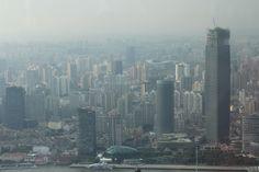 Shanghai, la tour Sinar Mas Center 1 à droite, en cours de construction