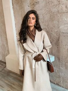 Winter Fashion Outfits, Modest Fashion, Autumn Winter Fashion, 90s Inspired Outfits, Brown Outfit, Beige Coat, Lookbook, Dress And Heels, Elegant Outfit