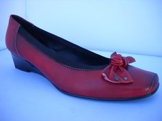 Brenda Zaro from Spain. Fantastic everyday court with tapered wedge of heel. Available in Black and Rosso Red with studded bow detail. T Dress, Dress Shoes, Court Heels, Smart Casual, Loafers Men, Casual Shoes, Fashion Shoes, Oxford Shoes, High Heels