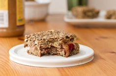 Vegan Oatmeal Squares - for snacks or breakfast-on-the-go. Vegan Snacks, Vegan Desserts, Healthy Snacks, Vegan Recipes, Snack Recipes, Cooking Recipes, Healthy Eating, Healthy Breakfasts, Brunch Recipes