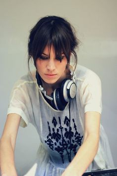 Alexa Chung,  DJane, Female DJ, Woman DJ, Headphones, Sony, DJ, Mix, Mixing