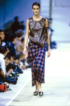 See the complete Comme des Garçons Spring 1992 Ready-to-Wear collection.