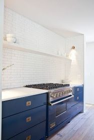 white subway tile kitchen with blue lacquer lower cabinets and brass hardware. white subway tile kitchen with blue lacquer lower cabinets and brass hardware. Interior Desing, Home Interior, Kitchen Interior, Kitchen Decor, Kitchen Design, Design Bathroom, Kitchen Tiles, New Kitchen, Minimal Kitchen