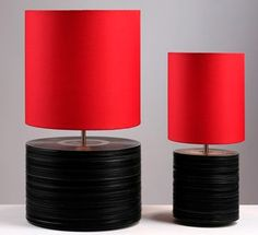 Stack those vinyls records and make a really awesome lamp, yeah! ❣️
