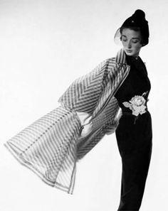Retro Fashion Vogue - April 1950 Premium Photographic Print - Dorian Leigh Wearing A Bonnie Cashin Dress by Cecil Beaton Bonnie Cashin, Moda Retro, Moda Vintage, 1950s Style, Vintage Glamour, Vintage Models, Dorian Leigh, Katharine Ross, Vintage Outfits