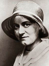 Edith Stein, also known as St. Teresa Benedicta of the Cross, OCD, was a German Jewish philosopher who converted to the Roman Catholic Church and became a Discalced Carmelite nun. She is a martyr and saint of the Catholic Church. Catholic Saints, Patron Saints, Roman Catholic, Hannah Arendt, St Edith Stein, Papa Juan Pablo Ii, Pope John Paul Ii, Sacred Art, Atheist