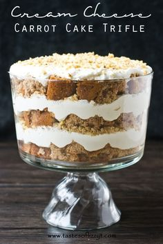 I found the most delicious looking dessert! My mouth is watering just looking at this cream cheese carrot cake trifle from Tastes of Lizzy T! This tasty trifle is simple to make and is perfect for feeding a lot of. Bbq Dessert, Dessert Simple, Oreo Dessert, Layered Desserts, Mini Desserts, Easy Desserts, Dessert Recipes, Chef Recipes, Desserts For Easter