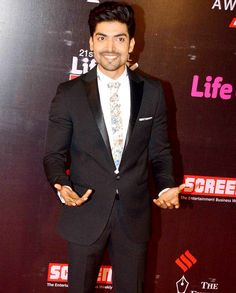 Shah Rukh Khan, Kajol, Akshay Kumar, Priyanka Chopra and a host of other stars graced the red carpet of the Annual Life OK Screen Awards on Wednesday, making the night a star-studded affair Bollywood Actors, Bollywood Celebrities, Gurmeet Choudhary, Akshay Kumar, Indian Movies, Men Style Tips, Priyanka Chopra, Men's Fashion, Fashion Tips