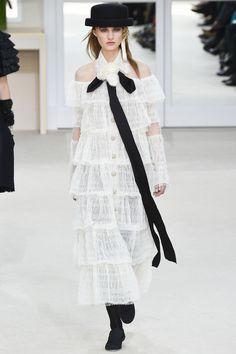 FWAH2016 les robes de mariee blanches de la Fashion Week http://www.vogue.fr/mariage/tendances/diaporama/fwah2016-les-robes-de-mariee-blanches-de-la-fashion-week/26472#fwah2016-les-robes-de-mariee-blanches-de-la-fashion-week-5                                                                                                                                                                                 Plus