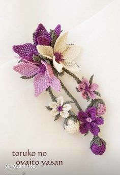This Pin was discovered by Zül Beaded Flowers, Crochet Flowers, Crochet Lace, Embroidery Needles, Diy Embroidery, Seed Bead Art, Diy Recycling, Point Lace, Beaded Jewelry Patterns