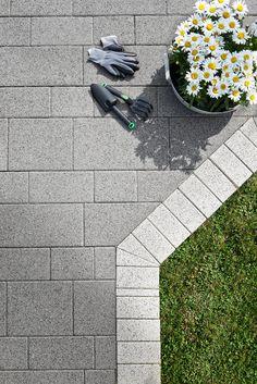 Eleganz mit Format - Vianova Pflastersteine bieten von beidem jede Menge. Klare Formen, moderner Chic und die ruhige Gestaltung werden Ihnen auch in vielen Jahren noch für Ihre Terrassengestaltung gefallen.
