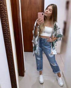 Como atualizar o look com mom jeans - Guita Moda Trendy Outfits, Fall Outfits, Summer Outfits, Girl Fashion, Fashion Looks, Fashion Outfits, Mode Kimono, Everyday Outfits, Aesthetic Clothes