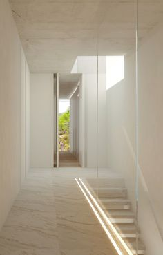 The Oslo House is placed on a mountainside, in a residential state surrounded by pine trees and vegetation. The dwelling is composed of two overlapped Ramones, Oslo, Technical Architect, Floor Slab, Entry Hallway, Common Area, House 2, Light And Shadow, Ground Floor