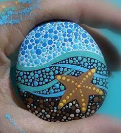 Gemalter Felsen des Starfishstrandthemas, Painted rock of starfish beach theme, Stone Art Painting, Dot Art Painting, Mandala Painting, Pebble Painting, Diy Painting, Dot Painting On Rocks, Mandela Rock Painting, Starfish Painting, Starfish Art