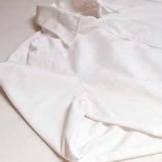 How to Remove Sweat Stains From White Shirts Deep Cleaning Tips, House Cleaning Tips, Spring Cleaning, Cleaning Hacks, Cleaning Solutions, Remove Sweat Stains, Homemade Toilet Cleaner, Clean Baking Pans, Glass Cooktop