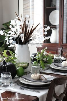 How to add style to your Autumn Table! Easy Fall Table Centerpiece how-to and elegant tablescape decor ideas for your Fall and Thanksgiving table! www.settingforfour.com