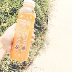 I always opt for a green drink so this time I picked up this orange/carrot. Who else drinks @lovesuja? #itsthejuice #lovesuja