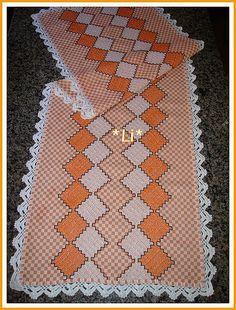 Caminho de mesa(bordado em tecido xadrez).   Flickr - Photo Sharing!