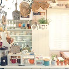 kohakuruさんの、植物,セリア,カフェ風,いつもいいね!ありがとうございます♪,DIY,100均,壁紙屋本舗,雑貨,フェイクグリーン,かご,花かんざし,キッチンカウンター,Lounge,のお部屋写真