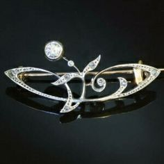 Stylish Art Nouveau bar brooch with diamonds