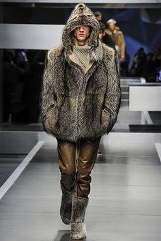 Con #Fendi il prossimo anno l'uomo indosserà pellicce con cappuccio.... #fall2013 #mfw