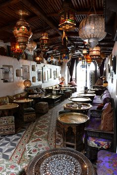 Mo Mo's Opened in 1997 and is still renowned as London's most glamorous Moroccan restaurant, with gorgeous Marrakech-style interiors. Restaurant Oriental, Restaurant Hotel, Moroccan Restaurant, Restaurant Interior Design, Cafe Interior, Hookah Lounge Decor, Turkish Cafe, Moroccan Theme, Moroccan Style