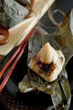 Life is Great: Cantonese Savory Glutinous Rice Dumplings/Zongzi (粽子)