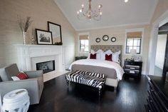 モダンな印象の白黒モノトーンの部屋。 部屋の中でどこを白にして、どこを黒にするかが印象を左右するところです。 …