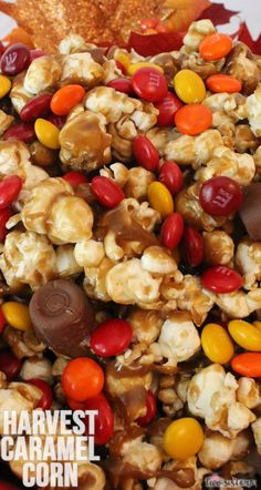 Harvest Caramel Corn - a fun Fall treat. Sweet and salty popcorn covered in delicious caramel - so delicious and so easy to make. It would be a great Thanksgiving Party Food or a Fall movie night dessert! Snack Mix Recipes, Fall Recipes, Dessert Recipes, Snack Mixes, Trail Mix Recipes, Dinner Recipes, Popcorn Snacks, Popcorn Recipes, Popcorn Balls