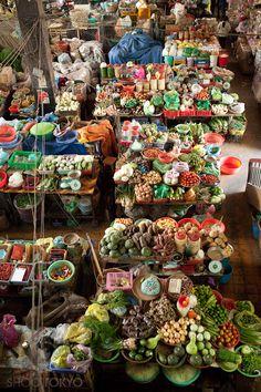 A market in Da Lat, Vietnam by ShootTokyo Laos, Dalat Vietnam, Beautiful Vietnam, Traditional Market, Food Places, Exotic Fruit, World Street, Asia Travel, Farmers Market
