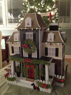 25 Paper House Projects For Kids To Do You can find Paper houses and more on ou. Miniature Christmas, Christmas Paper, Christmas Home, Christmas Crafts, Christmas Decorations, Holiday Decor, Christmas Things, Projects For Kids, Home Projects